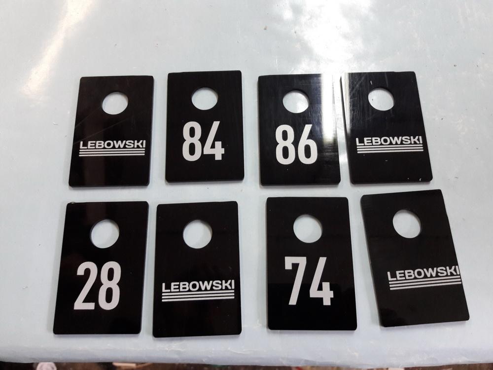 Номерки из черного акрила с УФ-печатью